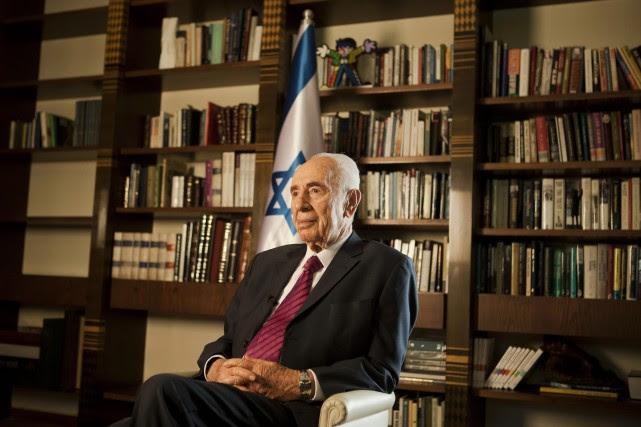 Le président israélien Shimon Peres... (Photo Dan Balilty, AP)