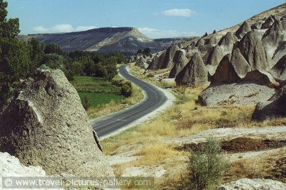 Jalan menuju objek wisata Pamukkale, di Turki
