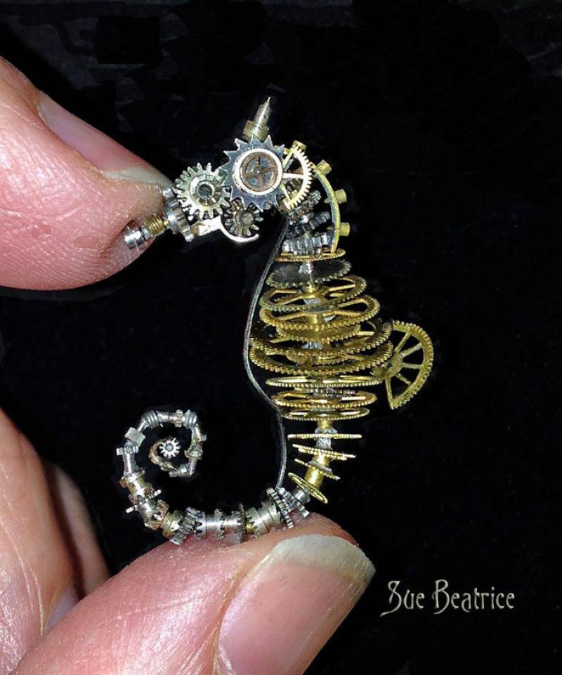 Pequenas esculturas steampunk feitas à base de relógios reciclados 05