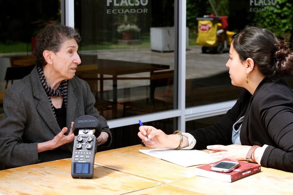 Silvia Federici durante la entrevista realizada por Mº Cruz Tornay. Fotografía de Tania Macera.