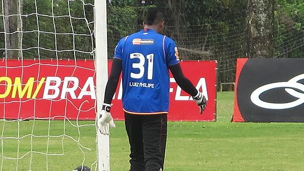 felipe goleiro flamengo treino usa camisa de muralha (Foto: Richard Souza / Globoesporte.com)