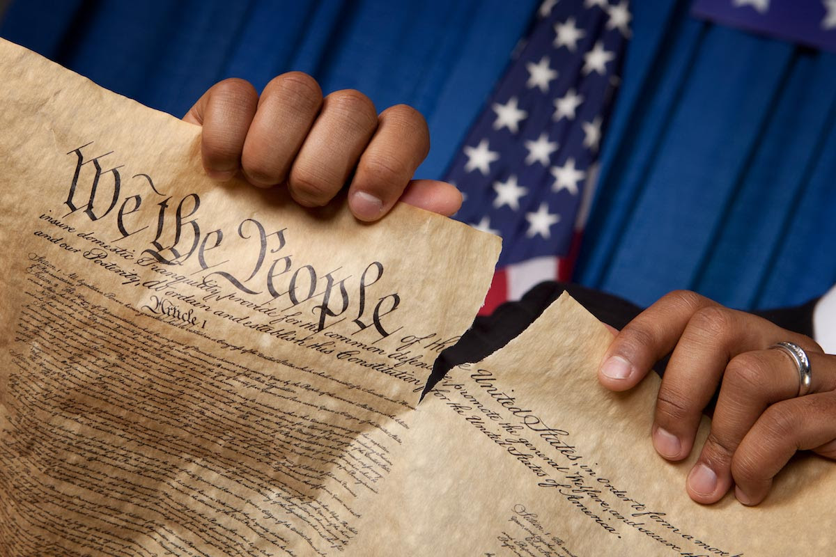 Image: Federal Courthouse in Las Vegas BANS jurors from reading the U.S. Constitution