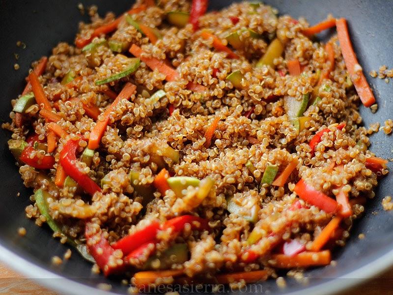 Quinoa con verduras y salsa de soja vanesa sierra recetas paso a paso - Cocinar quinoa con verduras ...