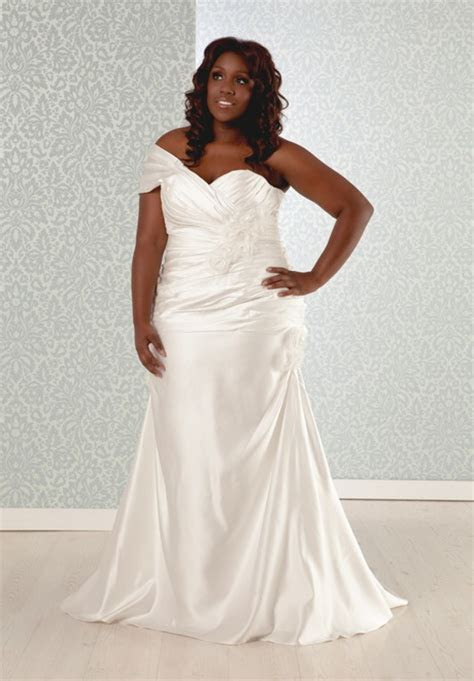 Full figured bridal gowns