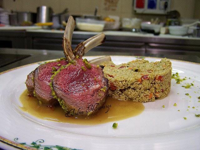 altro piatto che abbiamo inserito al menù degustazione:carrè di agnello in crosta di pistacchi siciliani con tabulè profumato alla menta