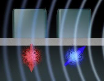 Rappresentazione artistica della porta logica a due qubit sviluppato presso l'UNSW. L'elettrone d'ognuno dei due qubit (nell'immagine, in rosso e in blu) ha uno spin, o un campo magnetico, indicato dalle frecce. Elettrodi di metallo sulla superficie sono utilizzati per manipolare i qubit, che interagiscono a formare uno stato d'entanglement quantico. Crediti: Tony Melov / UNSW