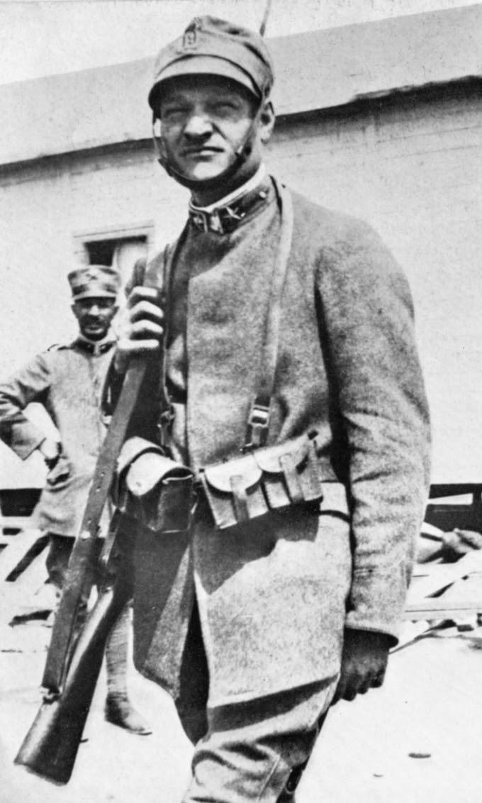 English: Giuseppe Ungaretti during I World War...