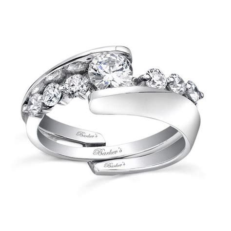 This unique diamond wedding ring set features an