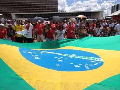 Entre 4 e 5 mil docentes se reuniram na Praça do Buriti, de acordo com estimativa da PM (Ronaldo de Oliveira/CB/DA Press)