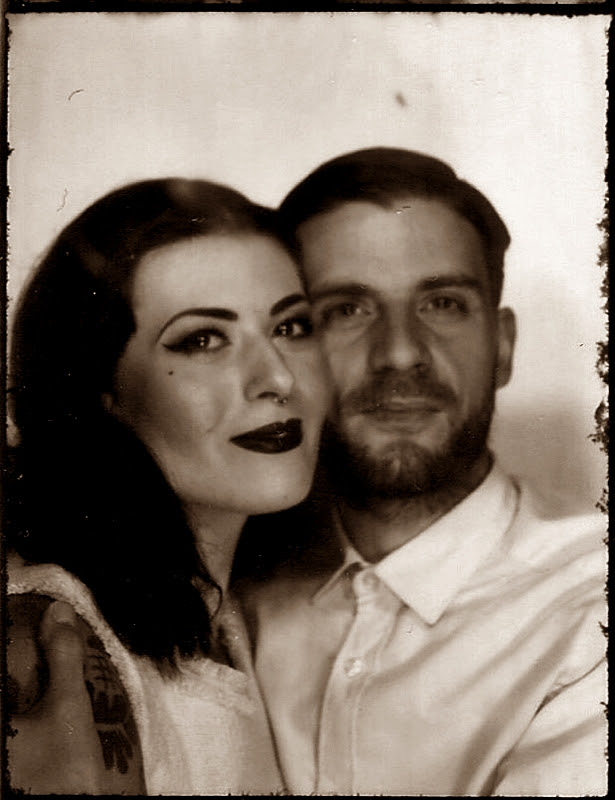 VINTAGE_PHOTO_LOVE_COUPLE_PHOTOAUTOMAT_BERLIN_NEUKOELLN_HERMANNPLATZ_LIEBE_40S_50S_HAIR_MAKE-UP (2)