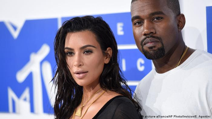 Kim Kardashian und Kanye West (picture-alliance/AP Photo/Invision/E. Agostini)