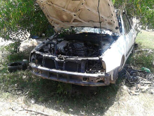 Veículo encontrado pela Polícia Militar em sítio de Paraibuna. (Foto: Divulgação/Polícia Militar)