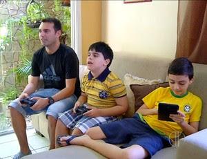 Emerson Dentinho ao lado do filho (Foto: Reprodução/Inter TV Cabugi)