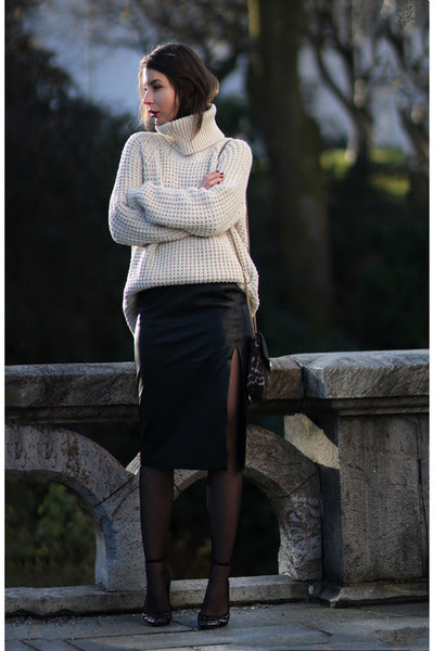 Hope-sweater-by-malene-birger-skirt