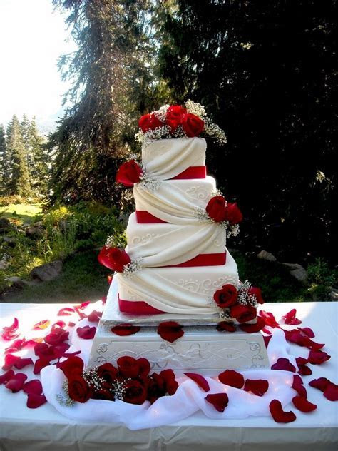 25  best ideas about Red wedding cakes on Pinterest   Red