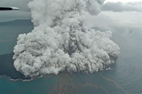 gunung anak krakatau siaga berpotensi picu tsunami