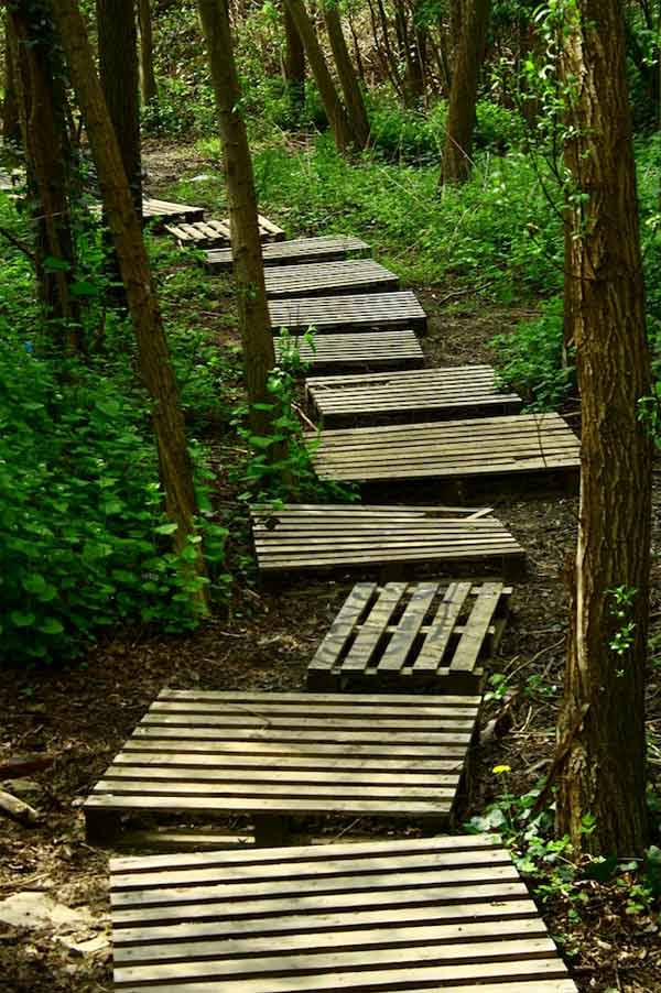 25-Lovely-DIY-Garden-Pathway-Ideas-23