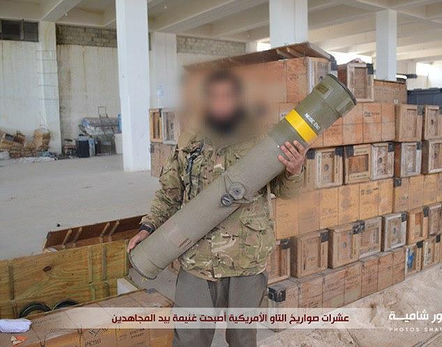 Exibicionismo: Os terroristas são vistos usando uniformes militares como eles posam com mortais BGM-71 mísseis TOW de fabricação americana em um armazém em Atarib, uma cidade 15 milhas a oeste da cidade de Aleppo