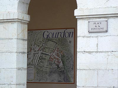 Gourdon, place de la Fontaine.jpg