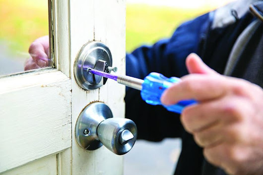 Deadbolt should prevent burglars, not prevent occupants from getting out