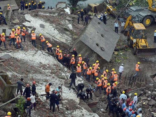 Prédio de 5 andares se transformou em entulho. (Foto: Indranil Mukherjee / AFP Photo)
