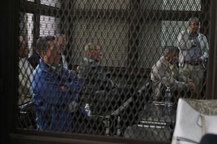 Los acusados aguardan la decisión de la Jueza de Mayor Riesgo A. (Foto Prensa Libre: Paulo Raquec)