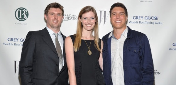 """atthew Reeve (à esquerda), Alexandra Reeve Givens (centro), and William Reeve (à direita) posam para foto na """"Christopher & Dana Reeve Foundation"""" (8/9/2011)"""