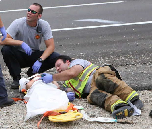 Fireman comforts little boy after car crash by playing 'Happy Feet' on his phone - AK Planet