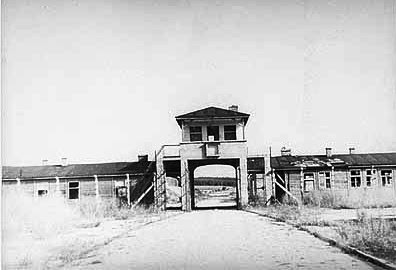 http://www.holocaustresearchproject.org/othercamps/images/Original%20entrance%20to%20the%20Gross-Rosen%20camp.jpg