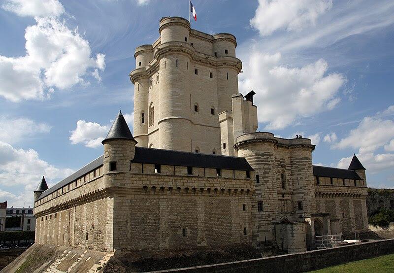 File:Chateau-de-Vincennes-donjon.jpg