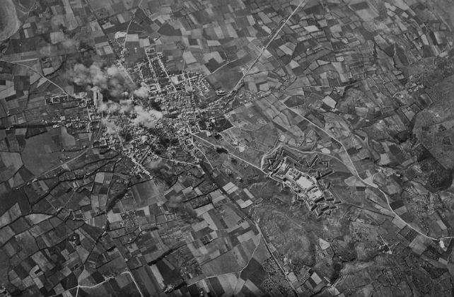 Bombardeo de la ciudad de Figueres por parte de aviones Savoia S-79 de la Aviación Legionaria italiana el 23 de enero de 1938. © Ufficio Storico dell'Aeronautica Militare (Roma)