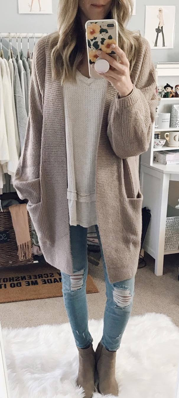 cool outfit / nude cardi + white top + ripped jeans + boots