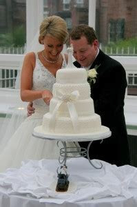 The Wedding Cake Cutting Ceremony   Here Comes The Blog