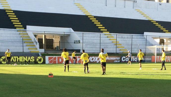 Kayke e mais seis jogadores treinam separados do restante do elenco do ABC (Foto: Carlos Arthur da Cruz/GloboEsporte.com)