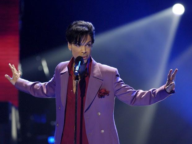 Cantor Prince canta em edição do 'American Idol' em 2006 (Foto: REUTERS/Chris Pizzello/Files)