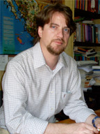 Dr. Édgar García Valencia