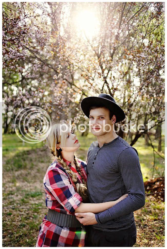 http://i892.photobucket.com/albums/ac125/lovemademedoit/love%20makes%20me%20do%20it/Love%20Shoot/vintage_spring_love001.jpg?t=1286802704