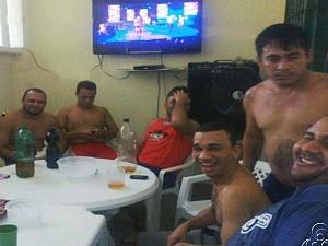 Presos fizeram festa e publicaram fotos em rede social (Foto: Reprodução TV Amazonas)