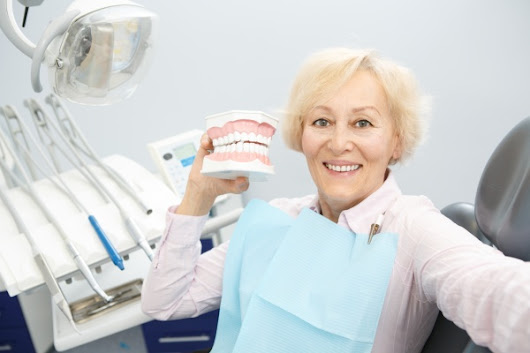 7 Oral hygiene Tips for People With Dentures
