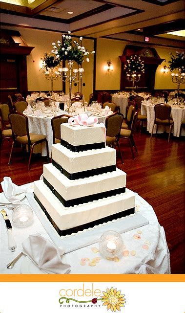Rectangular Wedding Cake   Black and white rectangular