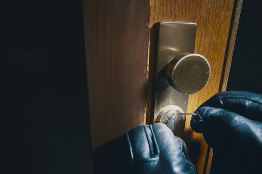 As the clocks go back, here is how to keep your home secure! - Fast Sale Today