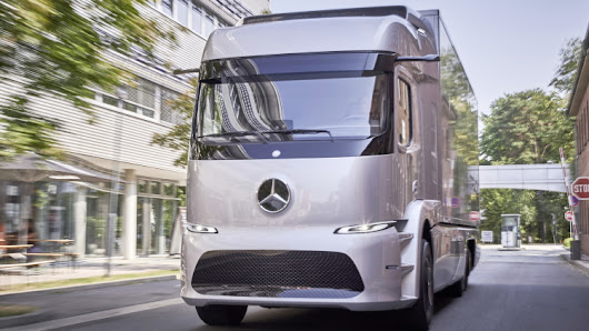 The Worlds First All Electric Truck by Mercedes Benz .... 20 Customers Will Test Drive The Semi Truck -