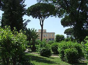 Villa Celimontana, Roma - giardini, sullo sfon...