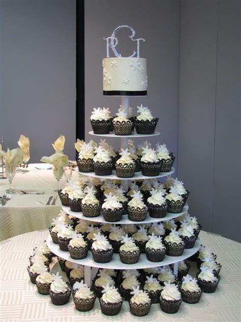 wedding cake with cupcake ideas, I want something like
