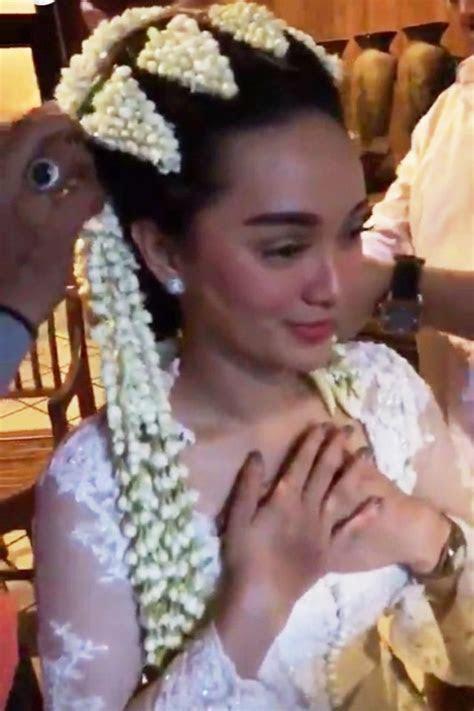 pakai kebaya pengantin zaskia gotik menikah okezone