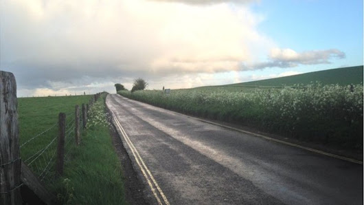 Road near Avebury stone circle recommended for closure - BBC News