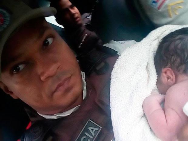 Criança foi levada para Hospital Regional de Camaçari (Foto: Polícia Militar/Divulgação)