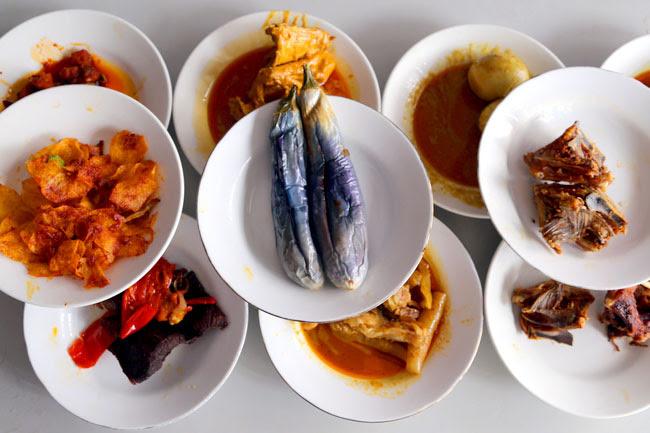 Sari Bundo – Culture Shock At A Padang Restaurant In Jakarta Indonesia  DanielFoodDiary.com