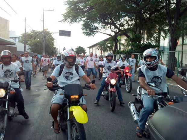 Militares fazem protesto na avenida Hermes da Fonseca, na zona Sul (Foto: Igor Jácome/G1)