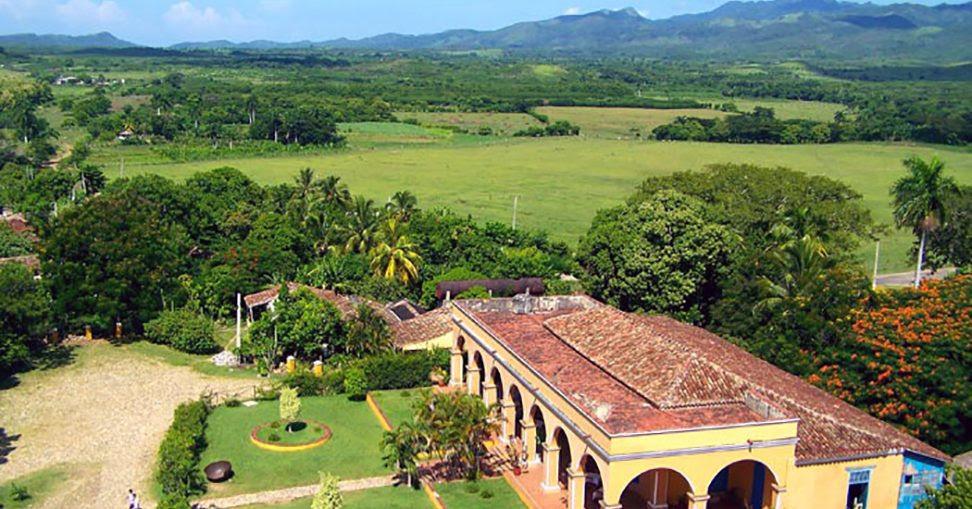 Resultado de imagen de valle de los ingenios cuba